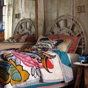 Anthropologie Bedding - Anthropologie Laelia Quilt + Shams